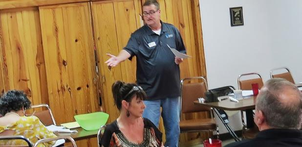 CCLP/LYNETTE SOWELL - Ron Oswalt talks about what it means to belong to a Business Networking International group during the inaugural meeting of the Copperas Cove/Killeen Advanced Networking Group at Lil Tex Restaurant on Thursday.