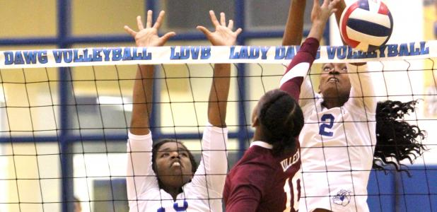 CCLP/TJ MAXWELL Cove senior Jennifer Eubanks wins a play at the net against Killeen senior Nadia Richardson during the Lady Dawgs' 3-0 sweep on Tuesday. The Lady Dawgs travel to Harker Heights tonight and finish the non-district schedule at Belton on Tuesday.