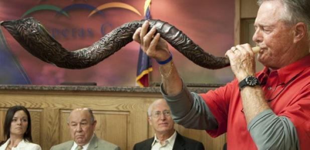 Ed Thompson ends the theme of the year One Voice, United in Prayer National Day of Prayer with the blowing of the Shofar. (Left to Right) Back: Azeita Taylor, Polo Enriquez, and Pastor Gary Hocker.